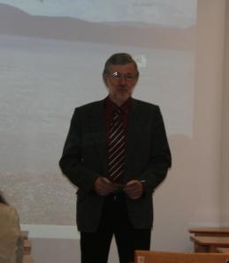 Konferences ievadvārdus saka prof. Andrejs Vasks
