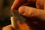 Uzgaļa gropes izveidošana ar krama šķilu bultas kātā